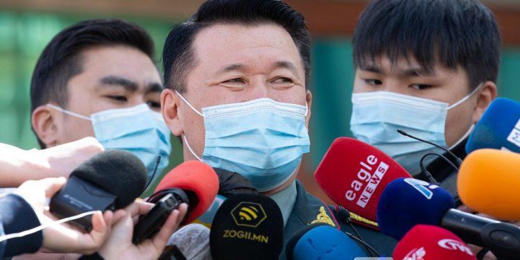 Ш.Лхачинжав: Цэргүүд айлаас боорцог, гамбир болон мотоциклийг нь гуйж аваад явсан байсан. Үргэлжлүүлэн хайж байна